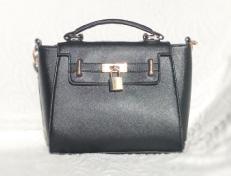 女性用のハンドバッグ